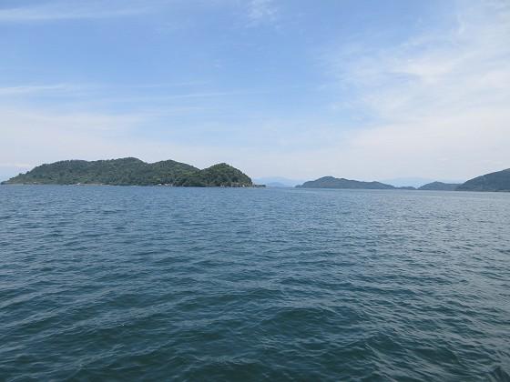 2019-06-01_1245_右舷後方に沖島水道_IMG_8748_s.JPG