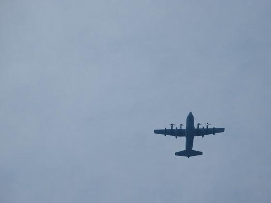 2019-06-01_1331_上空を4発のプロペラ飛行機が飛ぶ=C-130か?_IMG_8756_s.JPG