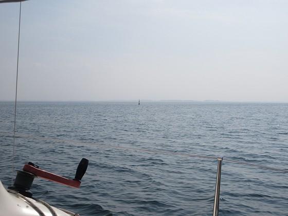 2019-10-31_1206_右舷(南)に元・志賀沖観測塔の跡に設置されたブイ_IMG_0539_s.JPG