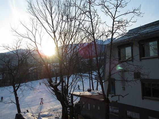 2020-02-02_1629_部屋の窓の外の日没_IMG_2285_s.JPG