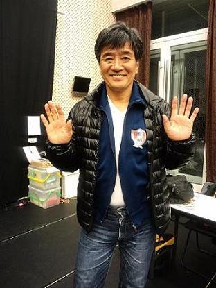 ダウンジャケットを着ている大谷亮介
