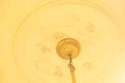 旧神谷伝兵衛稲毛別荘のシャンデリアの付け根の葡萄のモチーフの画像
