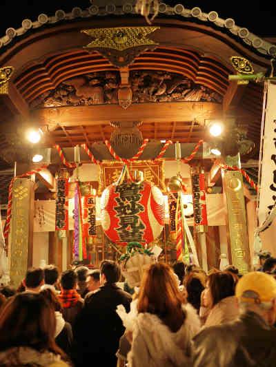 浅草・鷲(おおとり)神社の酉の市に集まってくる人の波の画像