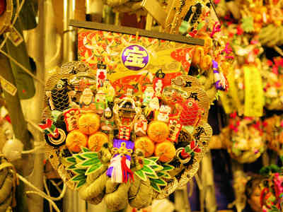 浅草・鷲(おおとり)神社の酉の市の寶船の熊手の画像