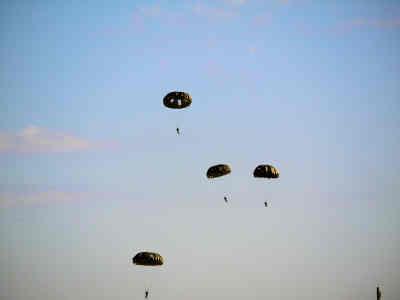 習志野第1空挺団_パラシュート降下訓練の画像