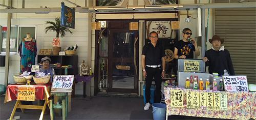当店で販売している沖縄のオリオンビールやシークァーサージュースを買ってね