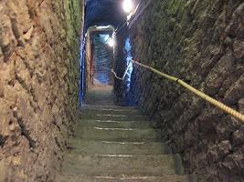 オレフ教会屋上への階段