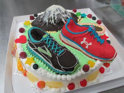 シューズの立体ケーキです。 山は北海道の羊蹄山です靴の立体もできます。