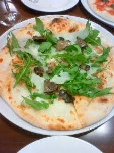 トリュフとポルチーニのピッツァ