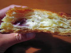クリームチーズ&ブルーベリーパイ断面