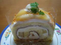 洋梨のロールケーキ