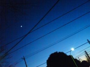 月が出ている〜