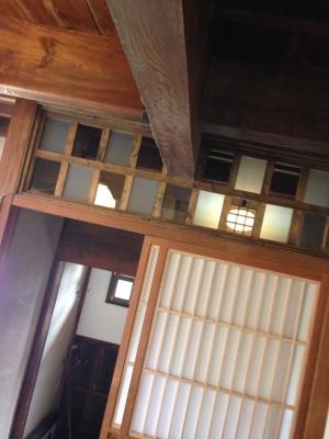 玄関窓.JPG