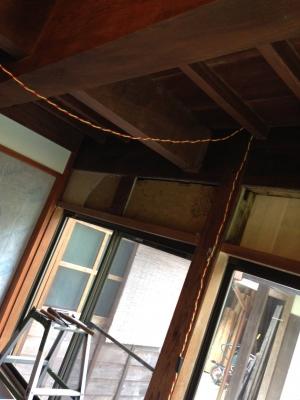 部屋窓before.JPG