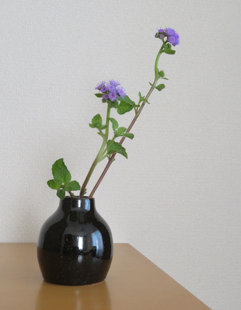 シマ窯 鉄釉花器 アゲラタム