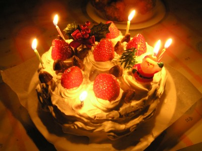 クリスマスケーキ、ろうそくつけた