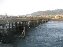 宇治川にかかる宇治橋