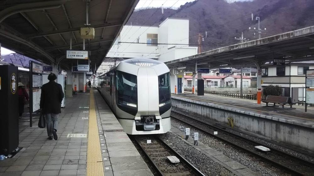 東武鉄道 特急リバティ_R.JPG
