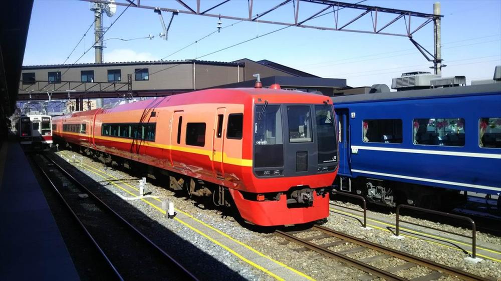 東武鉄道 特急きぬがわ_R.JPG