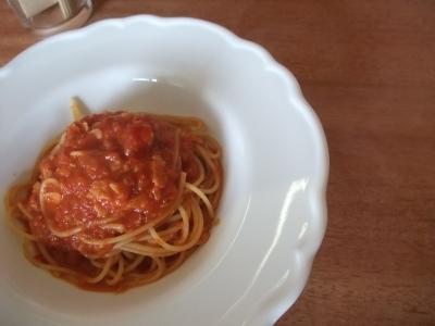 ベーコンのトマトソースパスタ