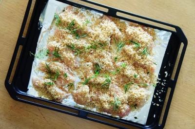 鶏肉のタイムとローズマリーのパン粉焼き