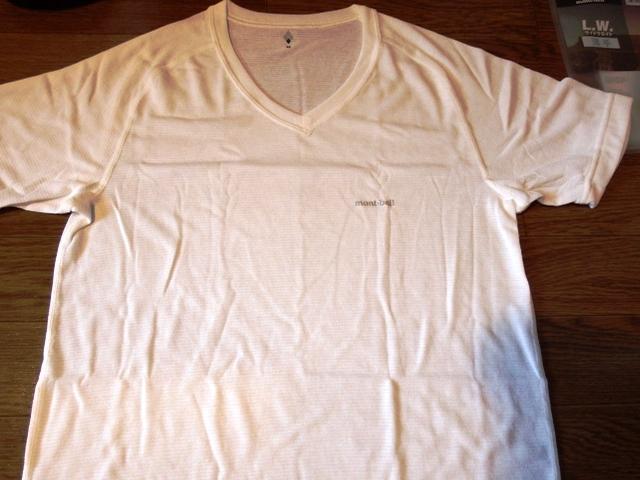 ビジネススーツ用アウトドアVネック白Tシャツ