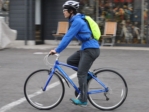自転車通勤にも使えるレインウェア