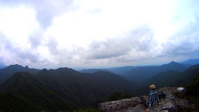 山上ヶ岳の日本岩