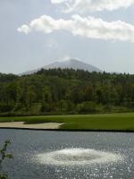 浅間山を臨む18番グリーン