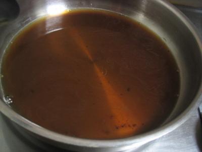 フライパン黒砂糖溶かす