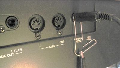電子ピアノ 裏面