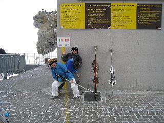 スイスとイタリアの国境をまたいで