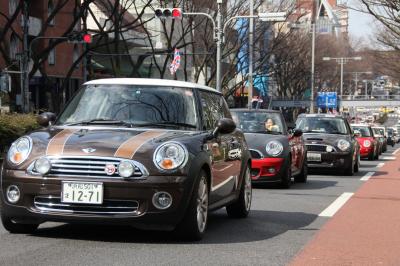 320台ものMINIが原宿・表参道をパレード