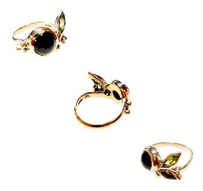 初めて作った婚約指輪。ホワイトゴールドのカクテルリング。