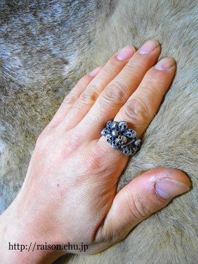 スカルだらけの指輪。