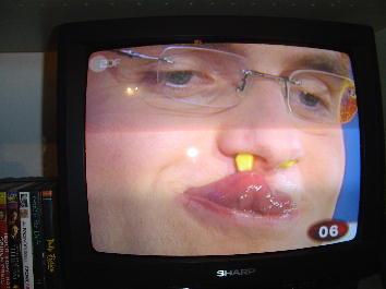 トウモロコシが鼻の穴に!