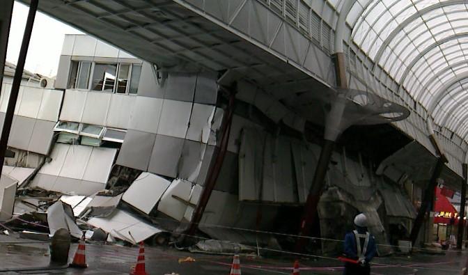 被災した熊本市東部の商店街