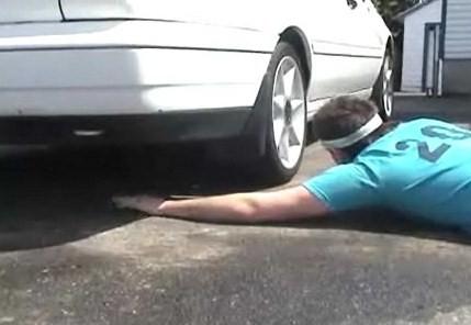 車に腕をひいてもらう!?