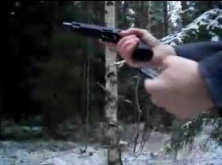 フィンランドの銃乱射の容疑者の動画