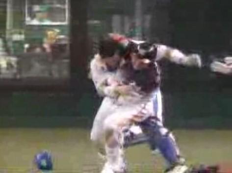埼玉西武vs千葉ロッテ 4回表ロッテ・ベニーが死球に怒り大乱闘