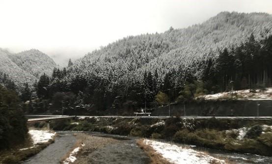 絵のような雪山