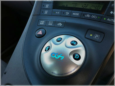プリウスに限らず電子制御の現代の車にシフトノブはいらない?