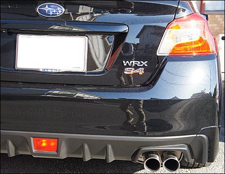 スバルWRX S4リア周り