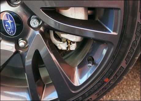 スバルWRX S4タイヤサイズ