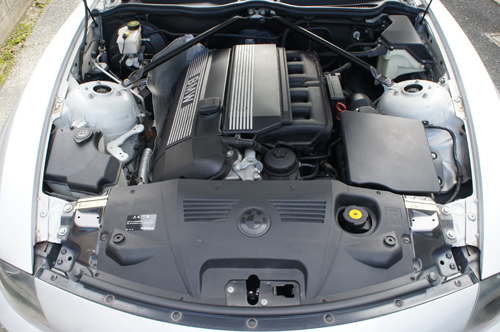 Z4エンジンルーム