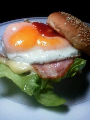 半熟卵バーガー