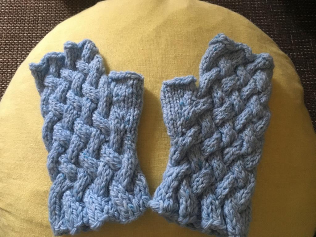 縄編みの指なしミトン