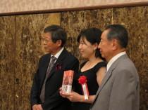 左が大谷昭宏さん、真ん中が城戸久枝さん