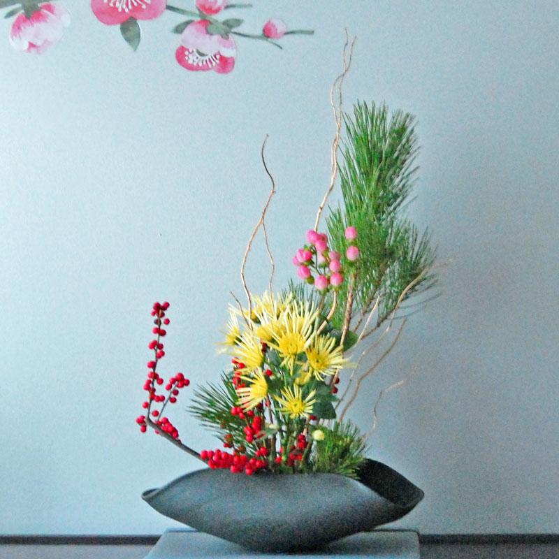 松、ウメモドキ、ヒペリカム、菊1