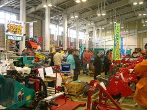 各中小メーカーの展示作業機コーナー